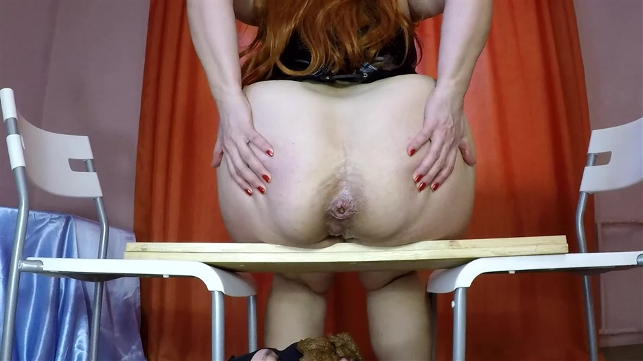 BBW Womans Shit Feeding